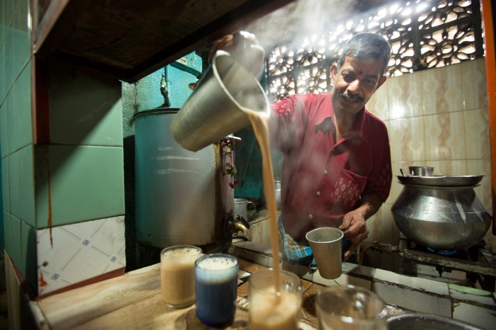 Sri Lanken man making milk tea at bawan restaurant in Haputale.