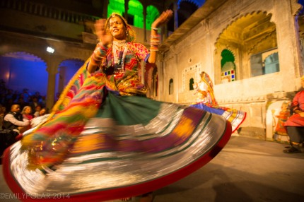 Indian woman dancing at a show in the Bagore-ki-Haveli Museum, Udaipur.